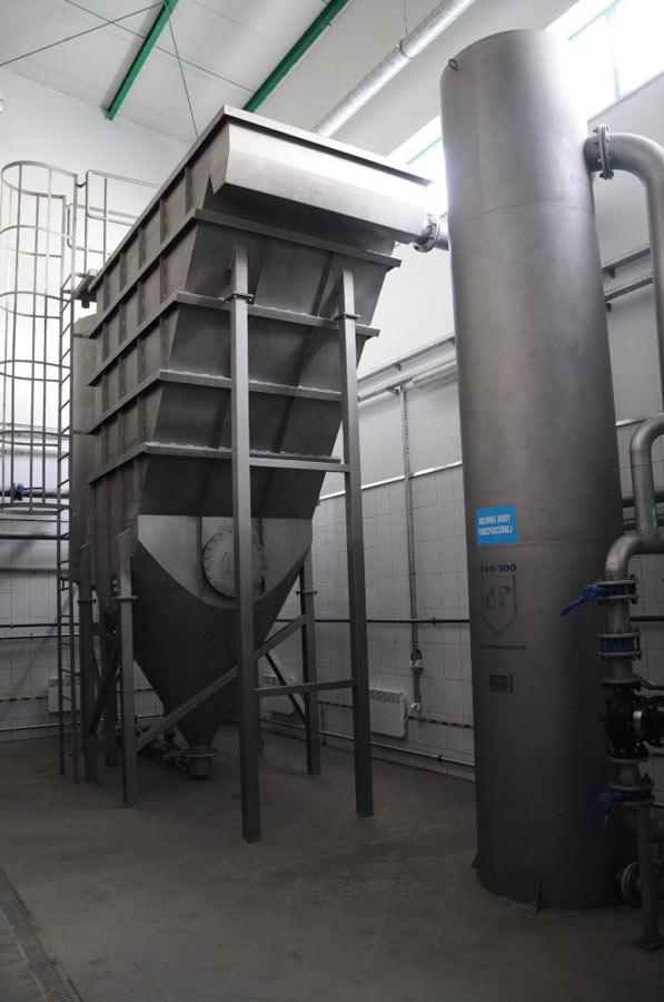 Lamella separators for industrial water treatment